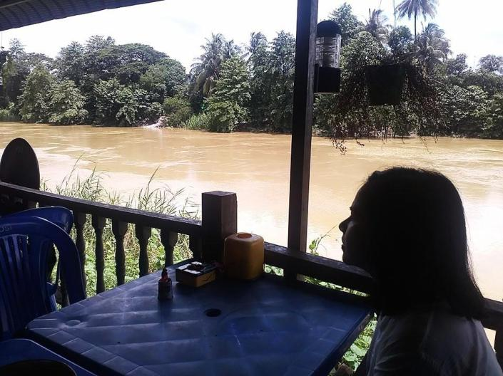 Cafe by Bago river01